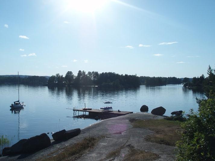 ... Sjön vid stuga 1700 med bad eller fiske från egen strand och brygga 1bd46088ee00a